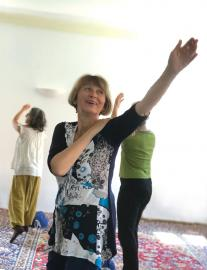 Gudrun Loder doing Self-Breema at the Buehl intensive